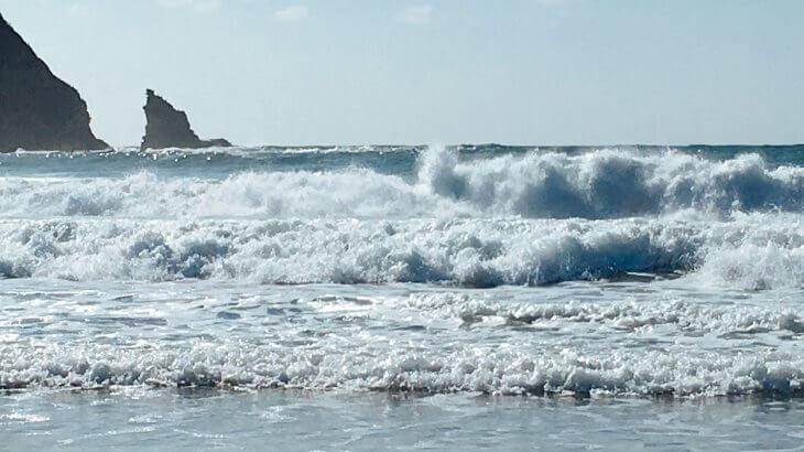 荒ぶる鵜原海岸